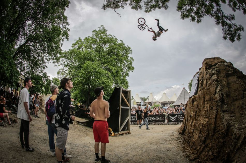 Ride Further Tour - BMX Dirt - PULS Open Air 2018 - Jake Leiva, David Godziek, Tom van den Bogaard, etc.