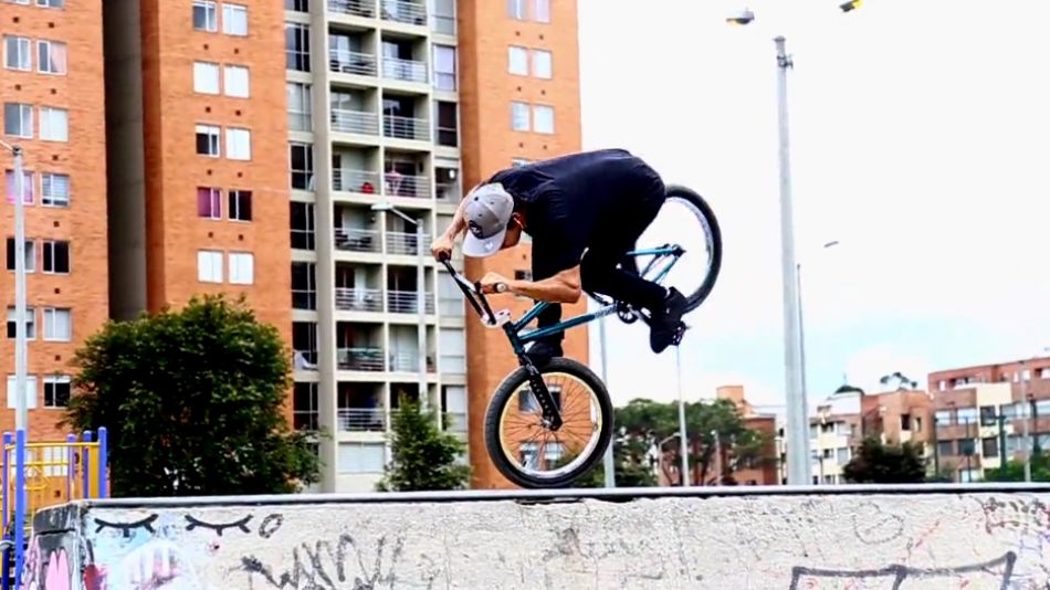 "OJOBMX - Mini ramp y bowl ""beast mode"" con Jhojan Cardozo / Septiembre 2017. By OJOBMX"