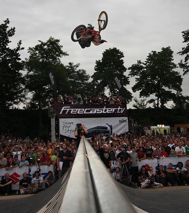 Sponsors: Diamondback bikes